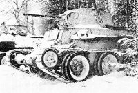 Танки БТ-7 и Т-34 1-й гвардейской танковой бригады в засаде. Декабрь 1941 года