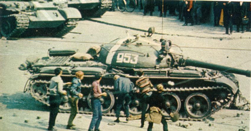 http://armor.kiev.ua/Tanks/Modern/T62/t62_45.jpg