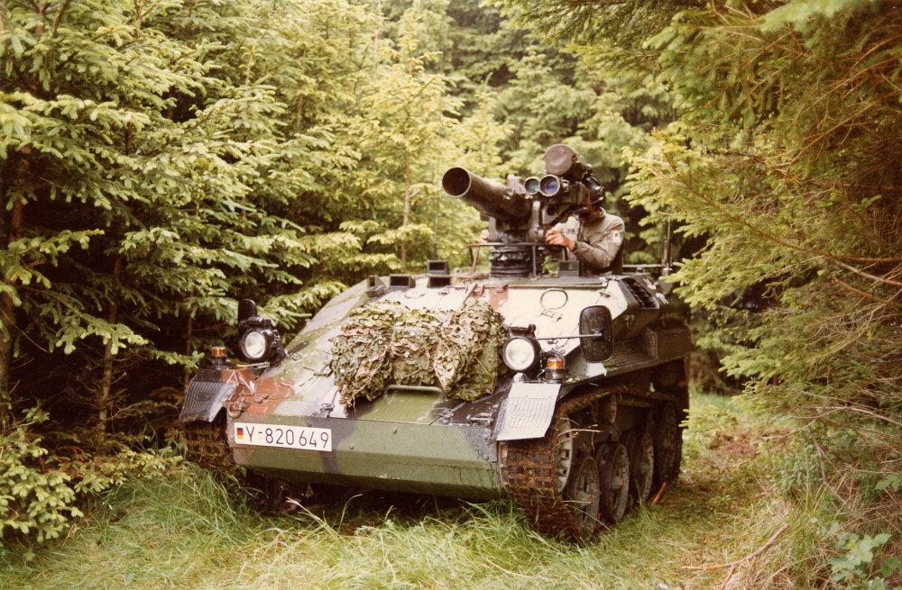 http://armor.kiev.ua/Tanks/Modern/Wiesel/wiesel_29.jpg