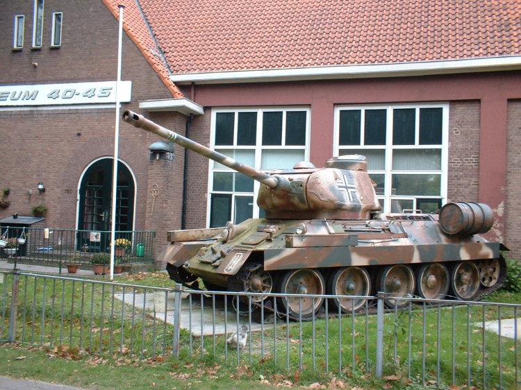 http://armor.kiev.ua/Tanks/WWII/T34_85/t34_85_21.jpg
