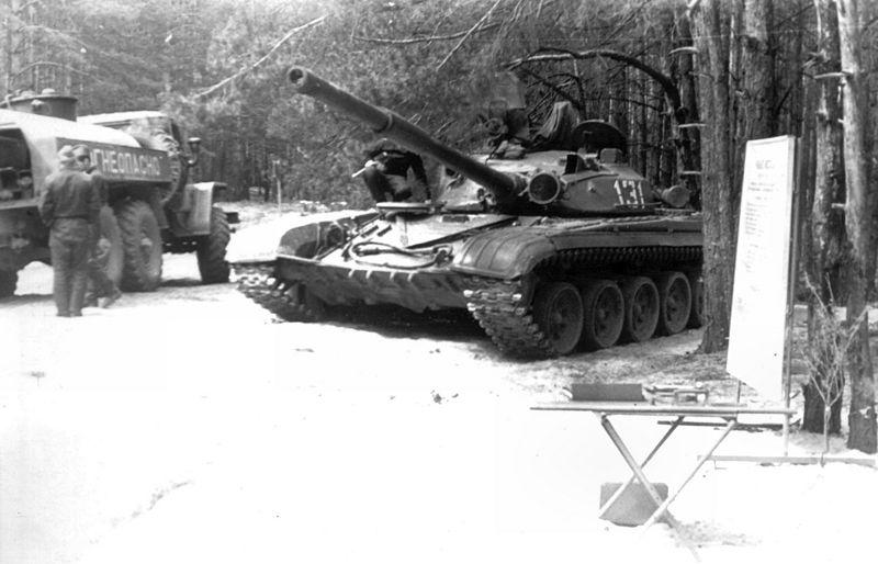 http://armor.kiev.ua/wiki/images/thumb/2/28/T72_3.jpg/800px-T72_3.jpg