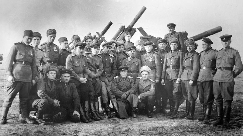 Файл:Red Army Artillerymen.jpg