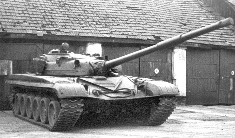http://armor.kiev.ua/wiki/images/thumb/a/af/T72_6.jpg/800px-T72_6.jpg